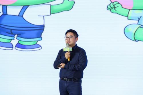 青蛙王子的全新形象由青蛙王子的副总经理李亮为大家揭晓