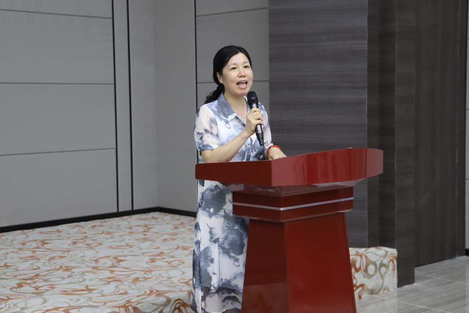 龙海市总工会主席蔡毅斌发言