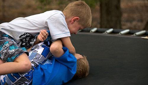 孩子被打 让孩子自己打回去妥当吗?