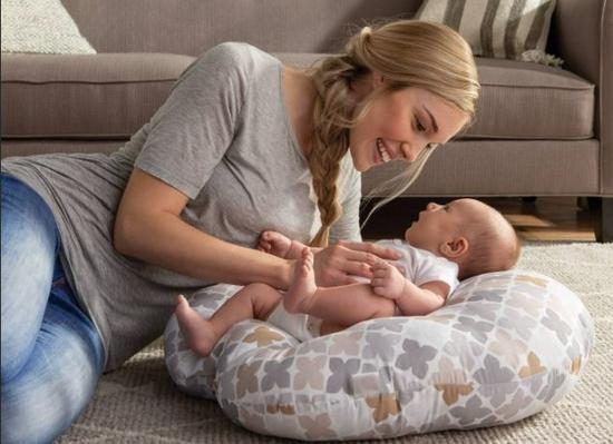 美国婴儿用品生产商Boppy Company召回330万个Boppy婴儿躺枕 存在窒息风险